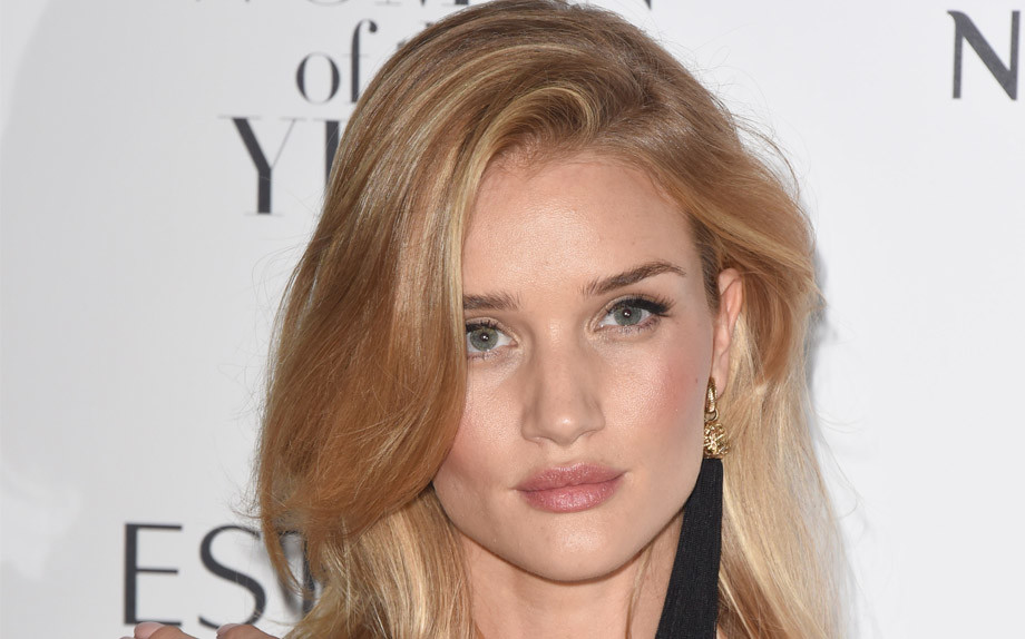 1485779625_rosie-huntington-whithley-920x574